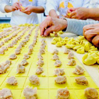 Pastificio Dal Fiume a Bologna: pasta fresca tirata al matterello