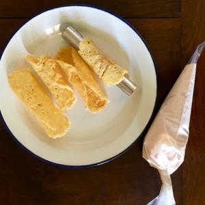 Ricetta aperitivo: cannoli di Grana Padano e mousse di cotto