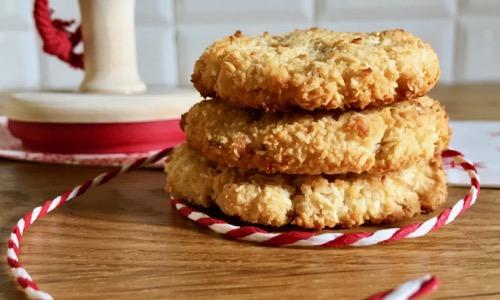 Biscotti vegani senza glutine con cocco e carote essiccate