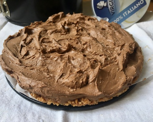 Crostata al cioccolato con base di amaretti (senza cottura)