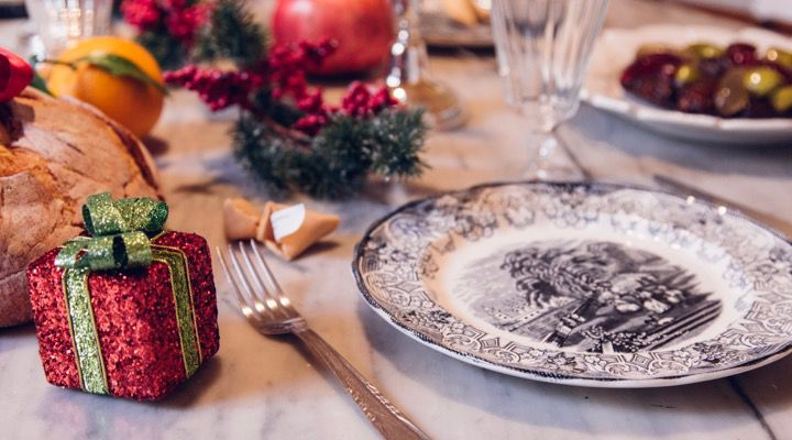 Christmas calls for family, friends and home. And beautiful Christmas table. - Christmas Table Ideas: Table Setting, Centrepiece, Placeholder