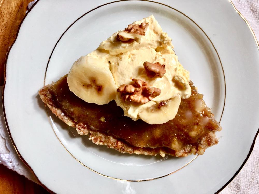 Torta di banane caramellate. Ricetta senza glutine, uova e lattosio