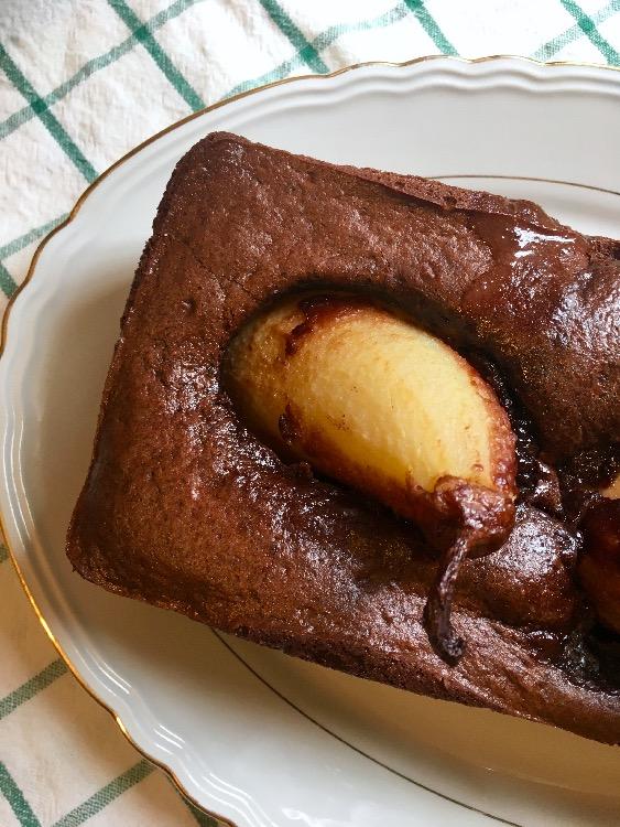 Torta cacao e pere aromatizzate alla cannella