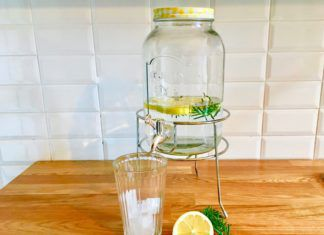 Acqua aromatizzata limone e rosmarino