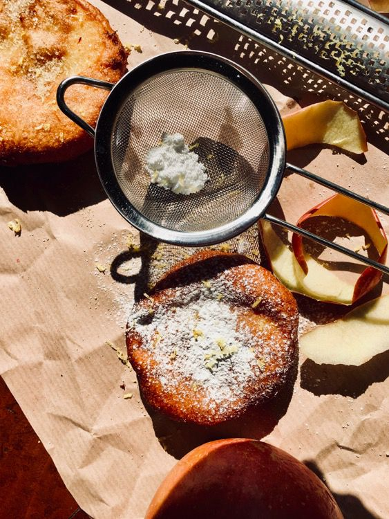 Frittelle di mela spiritose, ricetta di nonna Sara