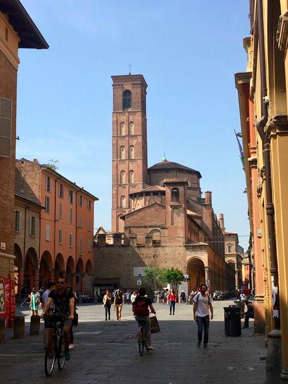 Bologna - Mini Guida all'estate in città: Vedere, Fare, Mangiare