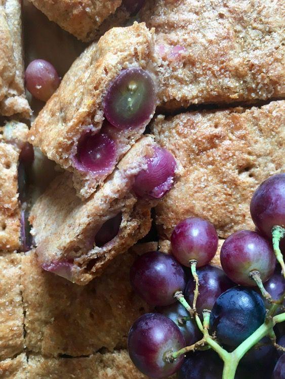 Torta rustica all'uva nera (quasi una focaccia)