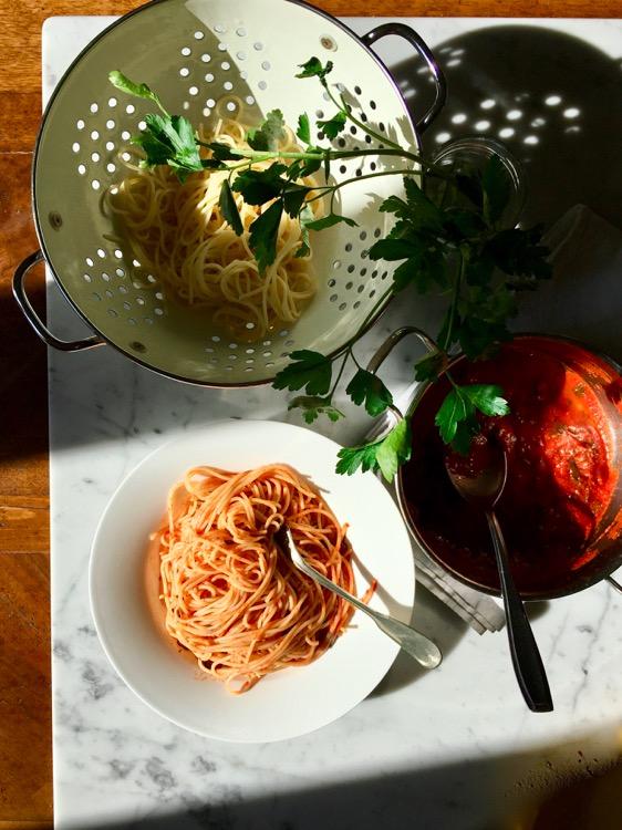 Spaghetti con salsa di prezzemolo, elogio delle ricette semplici