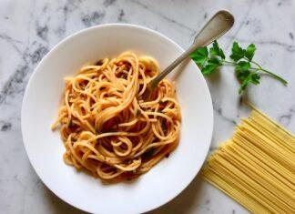 Spaghetti con salsa di prezzemolo