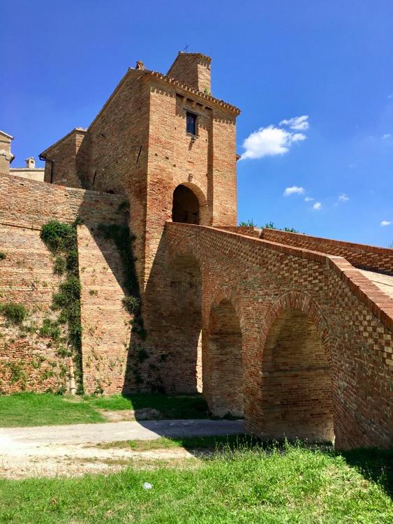 Loretello, Marche