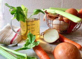 Ricetta del brodo vegetale fatto in casa e di stagione