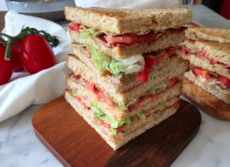 Club Sandwich con ingredienti del del riciclo